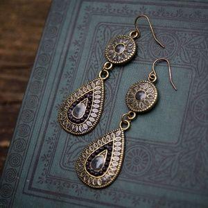 Jewelry - 》SOLD《 Teardrop dangle earrings